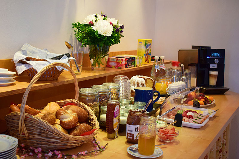 Das abwechslungsreiche Frühstücksbuffet sorgt füpr den perfekten Start in den Tag
