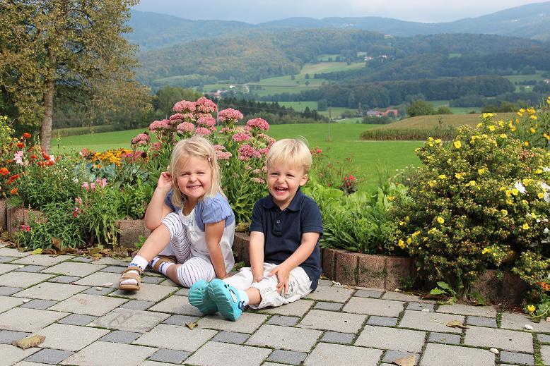 glückliche Kinder auf dem  Ederhof