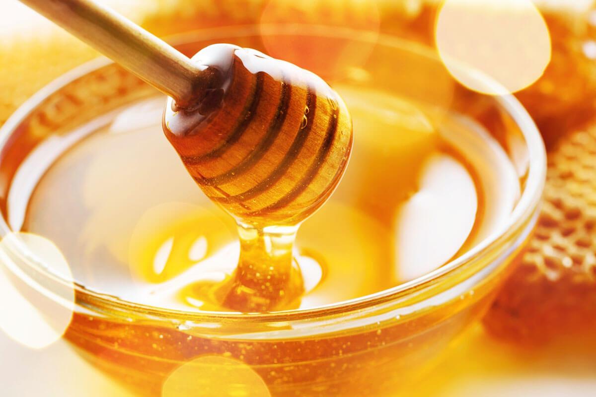 Leckerer goldfarbener Honig