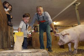 Mit dem Bauer in den Stall
