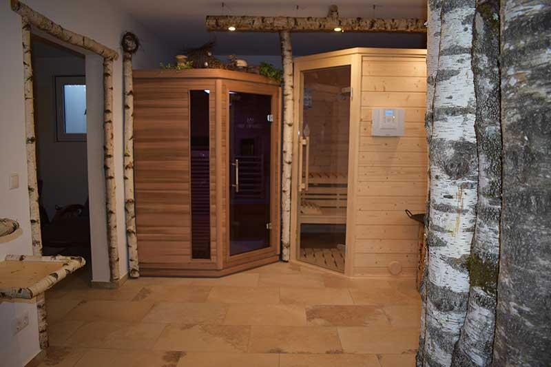 Die urige Sauna lädt zum Relaxen ein