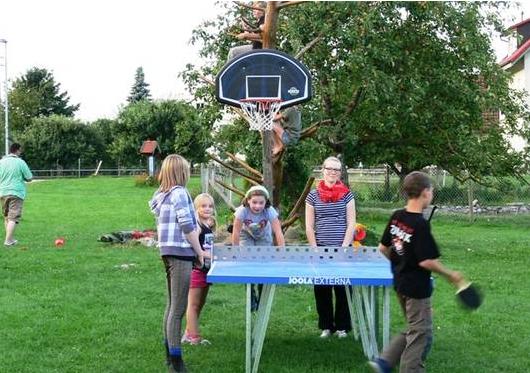 Tischtennisplatte am Hof