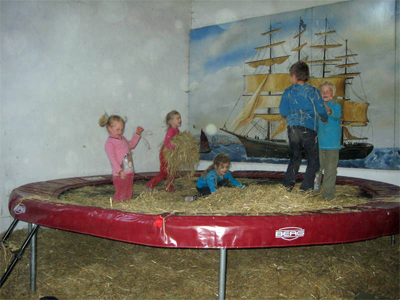 Trampolin in der Scheune