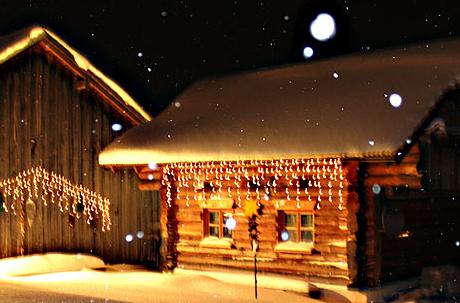 Naturstamm-Chalet im Winter